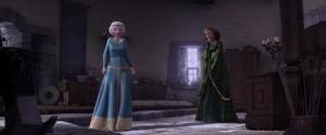 Merida didandani pakaian resmi oleh ibunya, namun pakaian itu kesempitan
